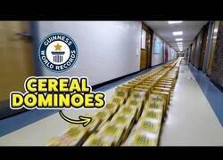 Enlace a El efecto dominó con cajas de cereales más largo del mundo