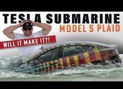 Enlace a Probando a conducir un Tesla bajo el agua