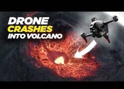 Enlace a Un volcán comiéndose un dron grabado por el mismo dron
