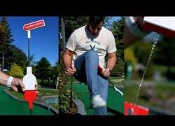 Enlace a El invento del año, un palo de golf irrompible
