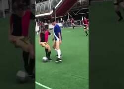 Enlace a ¿Te gustaría jugar a fútbol de baile?