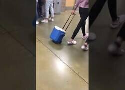 Enlace a Un colegio de EEUU prohíbe las mochilas y así responden sus alumnos