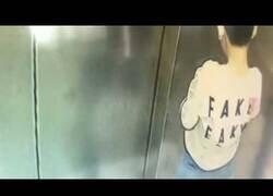 Enlace a Un niño orina en un ascensor y acaba incendiándose con él dentro