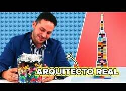 Enlace a Arquitecto real intenta construir un edificio con Lego sin instrucciones