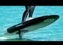 Enlace a La tabla de surf con motor que puede volar