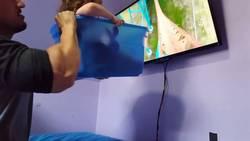 Enlace a Un padre crea un simulador casero de montaña rusa para su hija