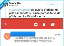 Enlace a Lo pilla su profesor haciéndo pellas porque lo ve de publico en la vida moderna y le manda un correo @rober_13dm