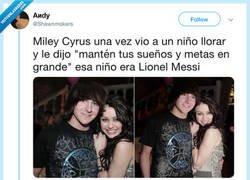 Enlace a Tocado por la varita de Miley, por @Shawnmokers