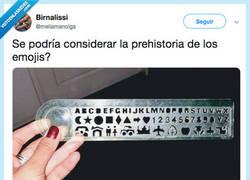 Enlace a El jurásico de los emojis, por @mellamanolga