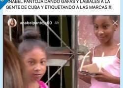 Enlace a Va a Cuba y se las da de humanitaria regalando pintalabios a niñas y etiquetando a marcas... por @Juaesru