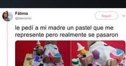 Enlace a Pide a sus padres troll que le hagan un pastel con lo que más la represente, por @fatimismo