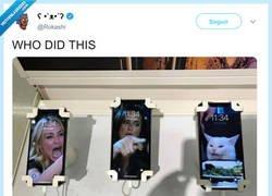 Enlace a Este stand de móviles es pura fantasía, por @Rokashi