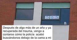 Enlace a La liada de dos estudiantes que colgaron un cartel de SOS en su ventana. Moraleja: no lo hagas