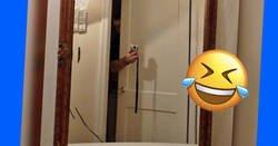 Enlace a Fotos de gente vendiendo espejos en internet y cómo se las apañan para no aparecer en la imagen