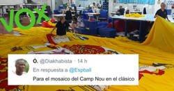 Enlace a Vox encarga la bandera más grande de España como un campo de fútbol, y la gente intenta adivinar para qué será