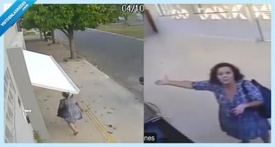 530625 - Todo el mundo ha visto el vídeo de la mujer engullida por un garaje, pero lo mejor es el vídeo desde dentro del garaje