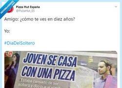 Enlace a Si fuera legal me casaría con una pizza, por @PizzaHut_ES