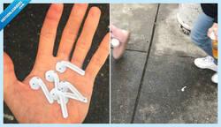 Enlace a Un troll engaña a media ciudad con pegatinas de AirPod pegadas en el suelo