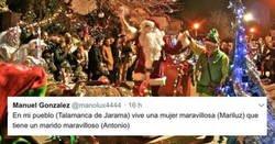 Enlace a La fiesta de Navidad de una pareja que se terminó convirtiendo en todo un performance en un pequeño pueblo de España