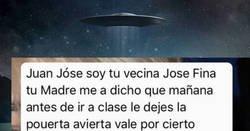 Enlace a La vecina Josefina sufre alucinaciones si cree que el hijo de su vecina es el alien fumeta de la foto