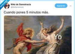 Enlace a Los típicos cinco minutos de más, por @NikSamotracia