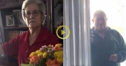Enlace a Compra flores por su cumple a su abuela, se lo cuenta al abuelo y el cabrón va y se adelanta mientras estaba en el gimnasio. La cara es impagable