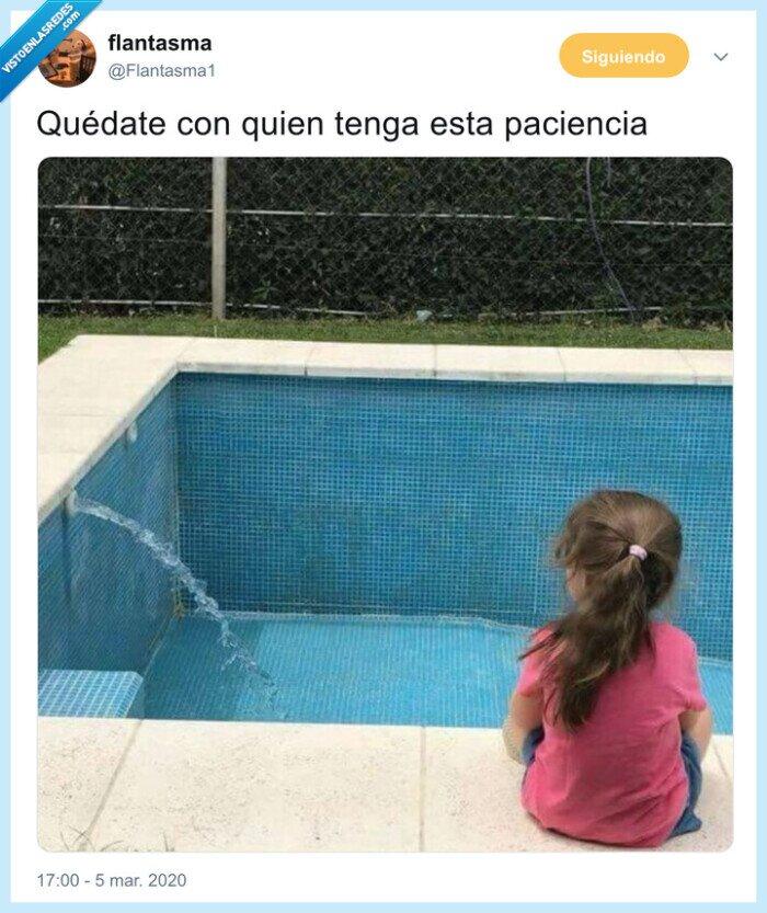 chorro,esperar,llenarse,piscina