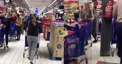 Enlace a La gente se ha vuelto loca en los supermercados. Ojo a la cola en este Carrefour que da varias vueltas