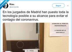 Enlace a En los juzgados de Madrid han puesto toda la tecnología posible a su alcance para evitar el contagio del coronavirus