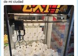 Enlace a Es totalmente real: Están especulando con papel de váter dándolo como premio en máquinas de arcade