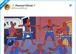 Enlace a Todos los días iguales, por @PanoxetOficial