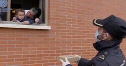 Enlace a Una mujer fue increpada en Oviedo por sus vecinos por salir a pasear con su hijo a la calle y la @policia le dio su apoyo