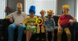 Enlace a Una familia recrea el vídeo de la cabecera de Los Simpson en la vida real durante la cuarentena