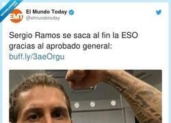 Enlace a Ramos aprovechando el tiempo, por @elmundotoday