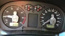 Enlace a El coche de Abascal, por @giradonuts2