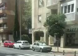 Enlace a ¿Y por el paso de peatones?, por @Maria37Muchos_