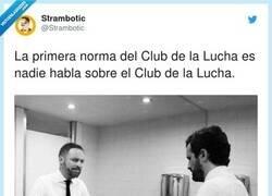 Enlace a La primera norma del club de la lucha, por @Strambotic