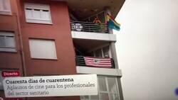 Enlace a Hacen conexión en directo en tv con una persona con su bandera española, su himno, etc. pero el vecino de abajo ha decidido que era un buen momento para mandar un mensaje al Rey