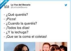 Enlace a ¡Al que no le guste la pizza bolivariano es! Toma chico, una Coca-cola, por @LaVozdelBecario