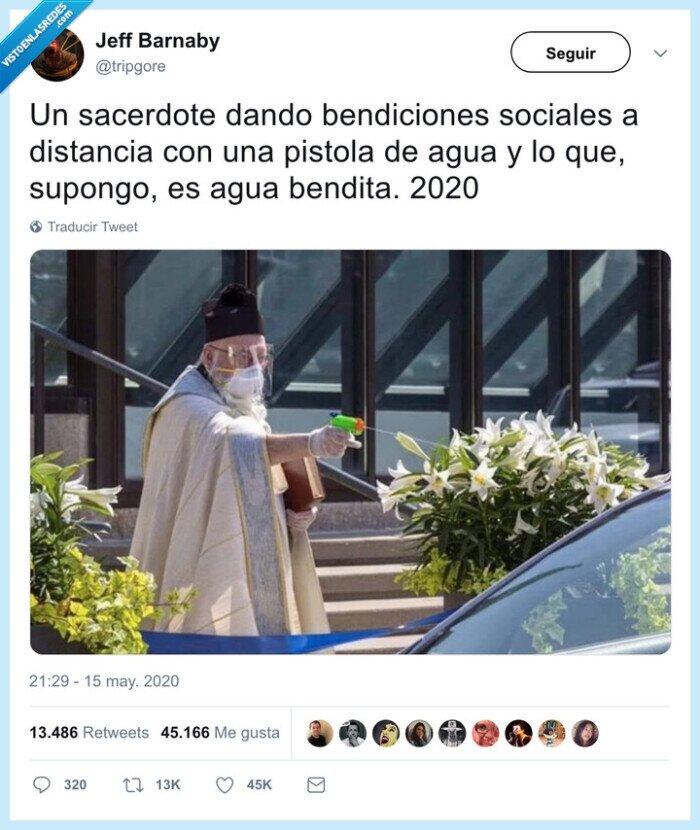 agua bendita,cura,pistola de agua,sacerdote