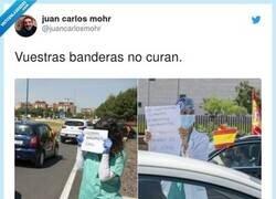 Enlace a Vuestras banderas no curan, por @juancarlosmohr