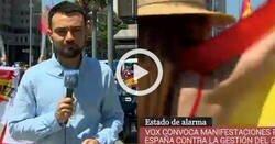 Enlace a Me parto con este periodista de TVE que está hasta los huevos de ser increpado por manifestantes con banderitas, por @24h_tve