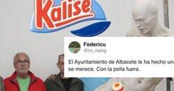 Enlace a Avalancha de memes con la estatua del Ayuntamiento de Albacete a Iniesta