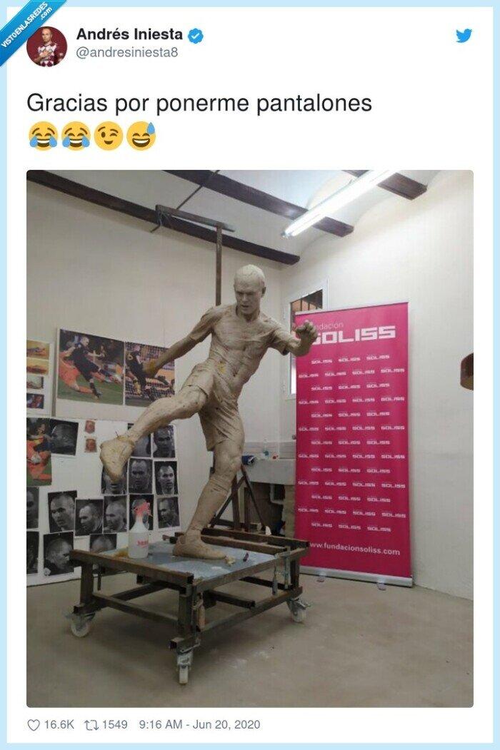 estatua,iniesta,pantalones