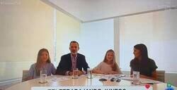 Enlace a Cachondeo por el rótulo que apareció en TVE junto a esta imagen de los reyes y sus hijas