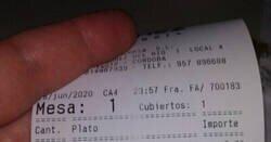 Enlace a La cuenta de un bar de Córdoba triunfa en redes por incluir un mensaje en clave inesperado