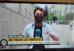 Enlace a Pillan de lleno a Telecinco manipulando en una conexión en directo desde ¿Lleida?
