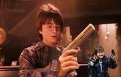 Enlace a Ojo a este vídeo: ¿Qué pasaría si los magos Hogwarts tuvieran armas de fuego en vez de varitas mágicas?, por @TerrorActo