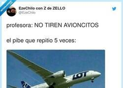 Enlace a Un 0 en Historia pero un 10 en aeronáutica , por @EzeChilo