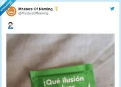 Enlace a Muy poca vista en este packaging, por @MastersOfNaming